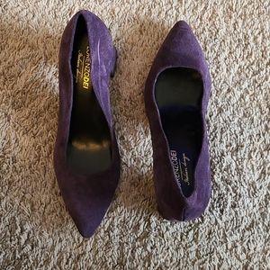 Lorenzo dei Italian design suede low heel shoe